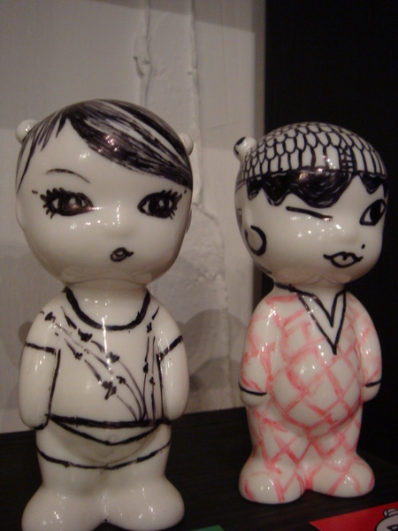 泰康路-店裡有好幾百尊小陶偶,喜歡也可以付錢帶走.JPG