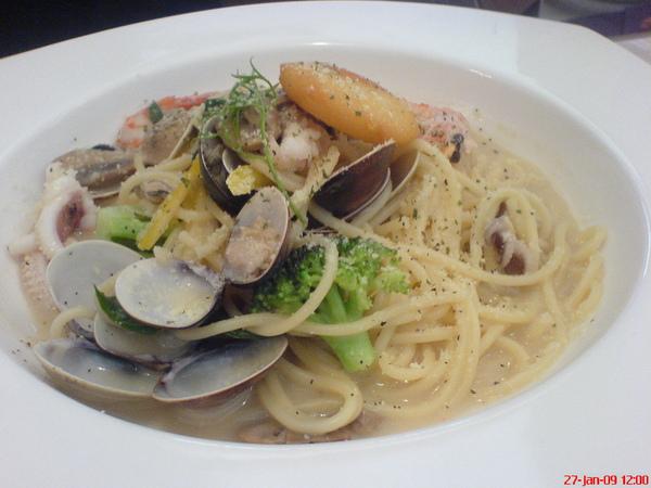法式白酒蛤蜊海鮮義大利麵.JPG