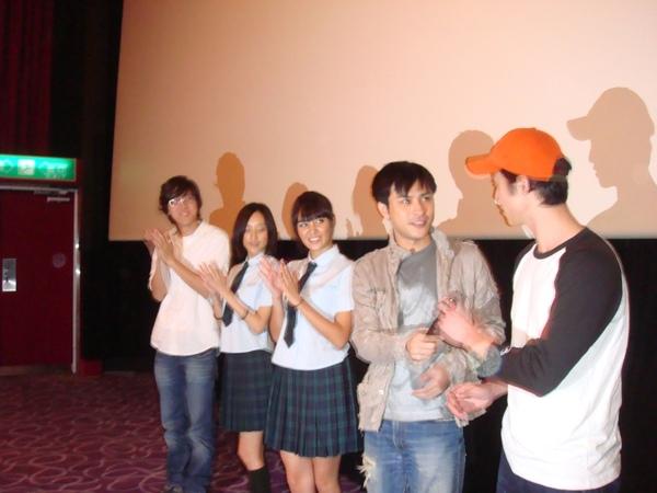 導演+四位演員出場打招呼.JPG