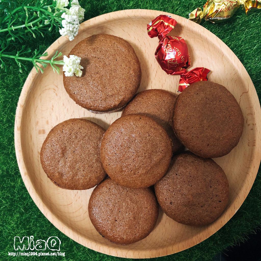 【甜點食譜】巧克力法式馬卡龍食譜,沒事不要輕易嘗試,看似簡單的做法,有夠難! (22).JPG