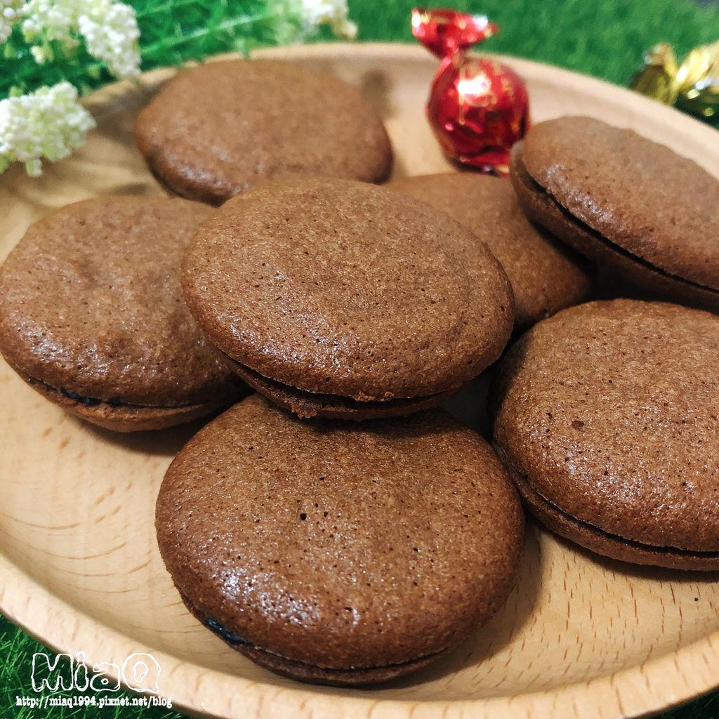 【甜點食譜】巧克力法式馬卡龍食譜,沒事不要輕易嘗試,看似簡單的做法,有夠難! (23).JPG