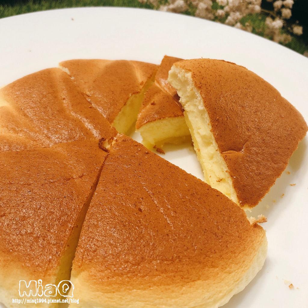 【甜點食譜】起司輕乳酪蛋糕,使用起司片來做很簡單,香醇起司味搭配蛋糕鬆綿口感 (1).JPG