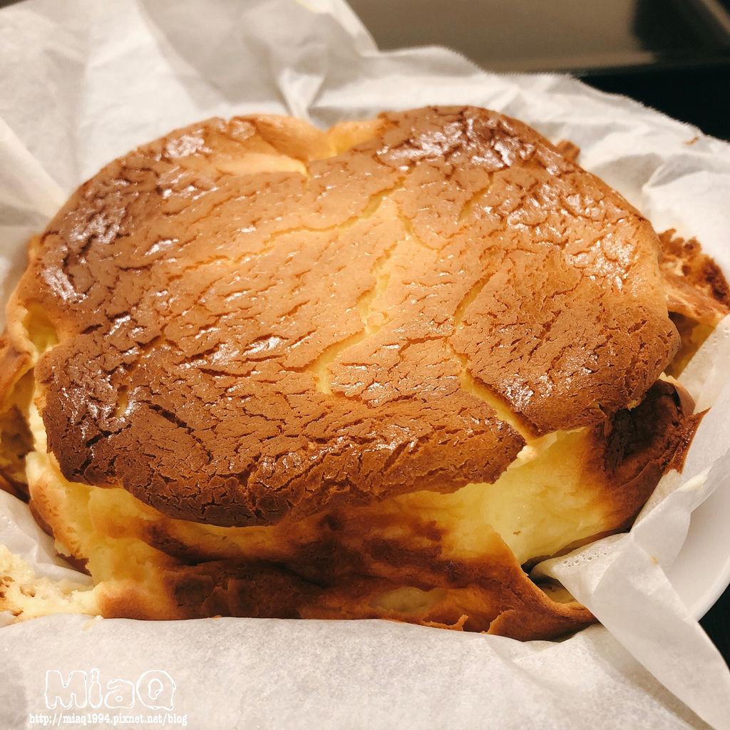 【蛋糕食譜】烤焦它就對了!巴斯克焦香乳酪蛋糕 (5).JPG