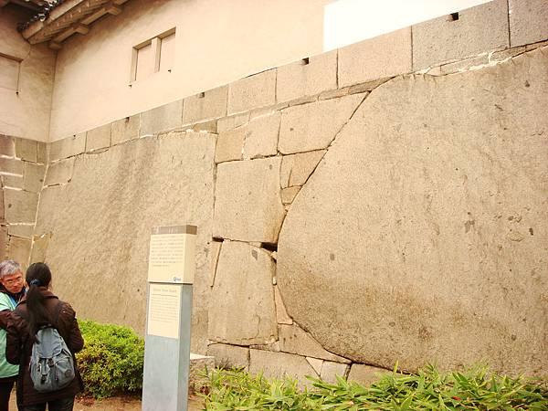 大阪城圍牆上的石塊