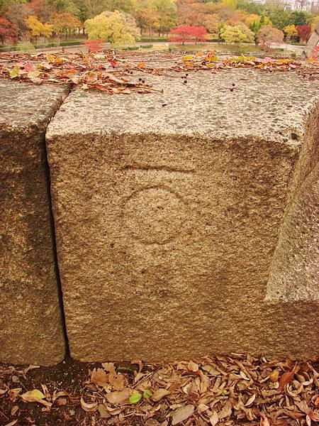 石塊上的刻痕