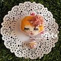 E06C01-04-花朵金髮女孩