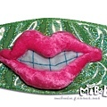 A0015-A雙唇咬牙-亮綠底