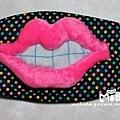 A0015-A雙唇咬牙-彩點底