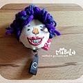 E06C01-11-紫髮牙套人