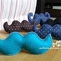 C10A (1)-素色藍綠-翹鬍子-安全帽釦飾-已售
