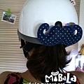 C10A (2)-藍底白點-捲翹鬍子-安全帽釦飾-已售