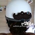 C10A (3)-深咖啡白點-翹鬍子-安全帽釦飾-已售