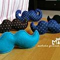 C10A (8)-素色藍綠-翹鬍子-安全帽釦飾-已售