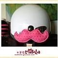 C10A (7)-亮粉點點-翹鬍子-安全帽釦飾