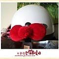 C10B17-紅毛球蝴蝶結釦飾