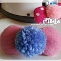 C10B02-藍毛球粉蝴蝶結釦飾