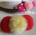 C10B05-黃毛紅蝴蝶結釦飾