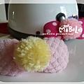 C10B08-黃毛球粉蝴蝶結釦飾