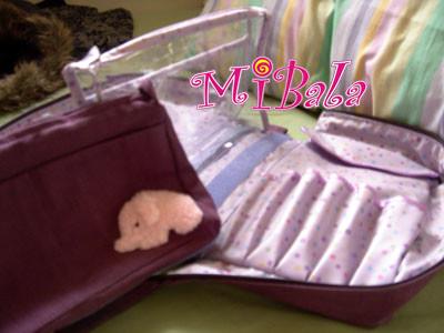 方象旅用化妝包-打開後~還有兩個可拆式隨身化妝包