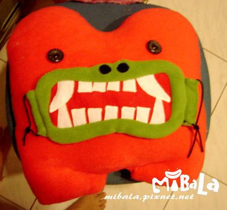 momoco抱枕背面+新品綠怪獸口罩
