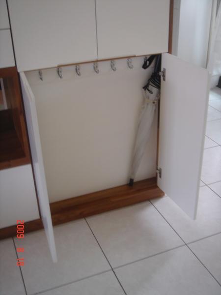 5號櫃-正面掛衣及傘架