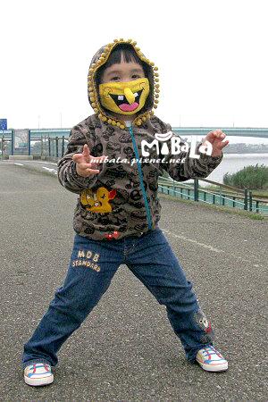 看我~發功~~~~~~赫赫~哈~ㄏㄧ~~感謝台北的鄭小姐~給我們這麼可愛的照片唷^_^