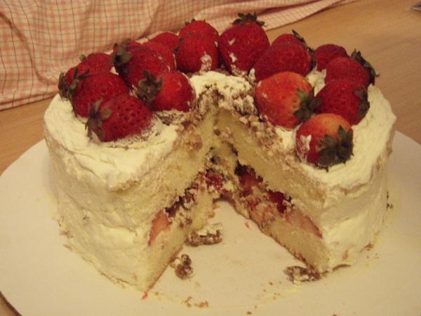 蛋糕頗開~夾層也是草莓