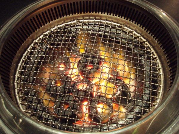 爐火燒好炭了