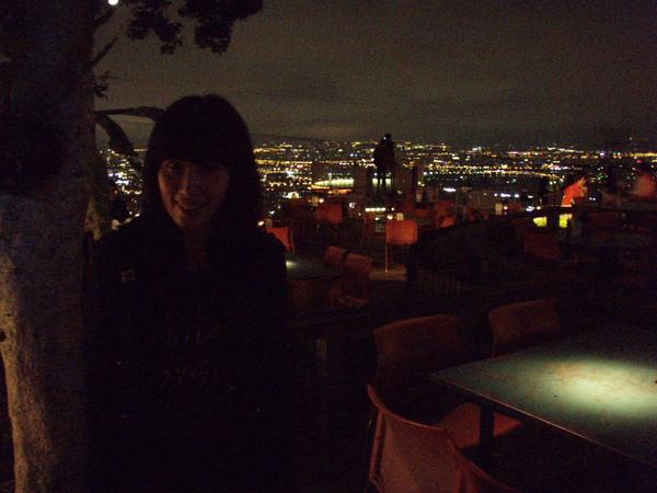一上樓後面的夜景