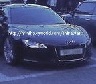 朴有天Audi R8 1.jpg