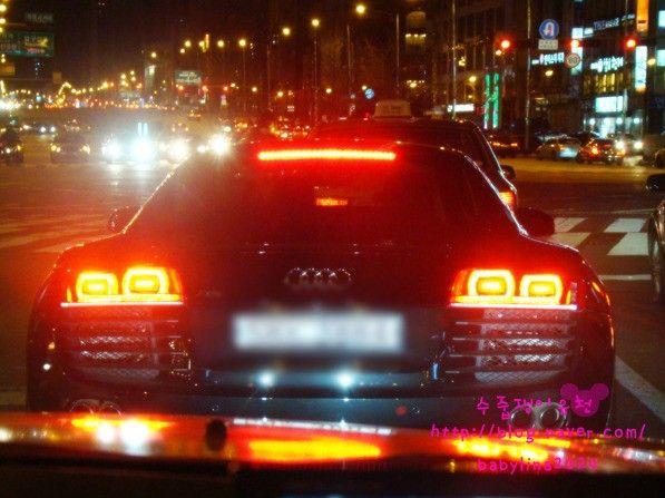 朴有天Audi R8 2.jpg