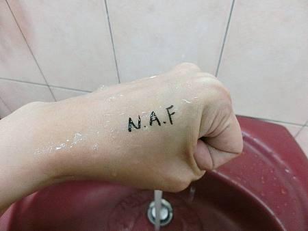 N.A.F 0.1極細豔黑防水眼線液筆