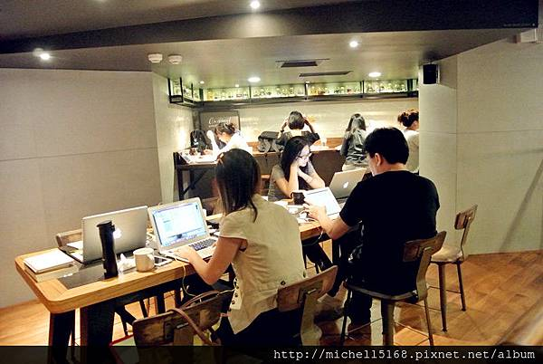 統一星巴克龍門店:青木定治聯手合作推出限定糕點!
