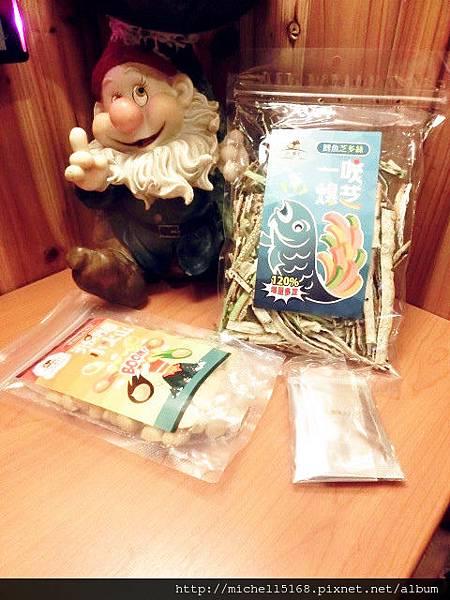 極菓子:鱈魚芝多絲+夏威夷火山豆