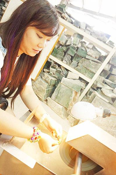 【旅遊--花蓮】♥花蓮一日遊♥ 如豐琢玉工坊--體驗化腐朽為神奇,把石頭變美玉!!我找到了人生當中第一個專屬自己的幸福玉!!!