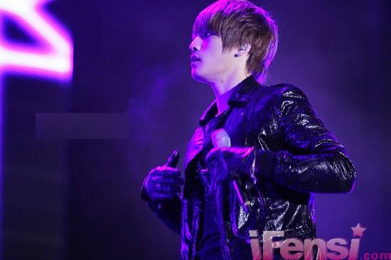 JYJ金在中演唱會天降神祇 夢幻光暈團繞仙子3.jpg