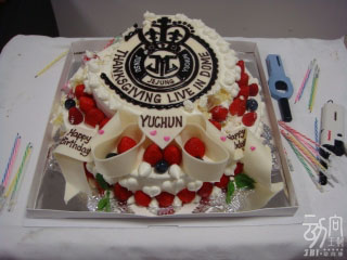 JYJ 大阪京Sera Dome的首日 - 幫有天慶祝生日3.jpg