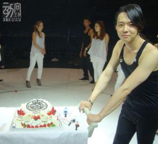 JYJ 大阪京Sera Dome的首日 - 幫有天慶祝生日4.jpg