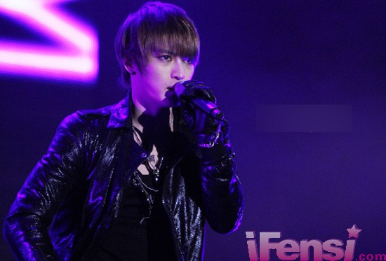 JYJ金在中演唱會天降神祇 夢幻光暈團繞仙子1.jpg
