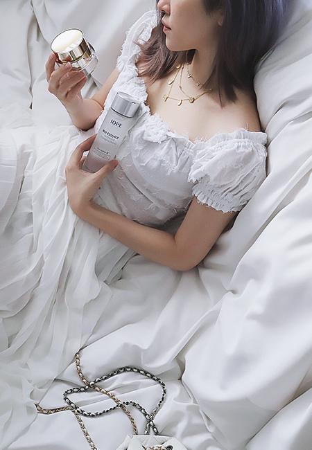 IOPE黃金霜「時光金鑰緻顏修護霜」是抗老面霜,能一瓶減緩肌膚的老化、糖化反應導致的鬆弛