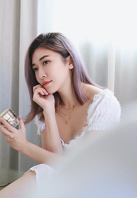 IOPE 時光金鑰緻顏修護霜(黃金霜)添加了萬年松精華,所以對於抗老、抗糖化作用特別有效