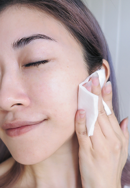 IOPE 神仙水(青春活顏菁粹)能替肌膚增加水感,幫皮膚做好暖身,搭配黃金霜效果更好