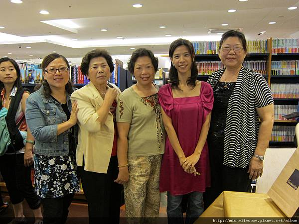 與孩子的姑姑與姑婆們合照