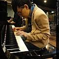 20111102pm11鋼琴氣質美女西村由紀江來佼朋友囉 (3).JPG