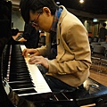 20111102pm11鋼琴氣質美女西村由紀江來佼朋友囉 (4).JPG