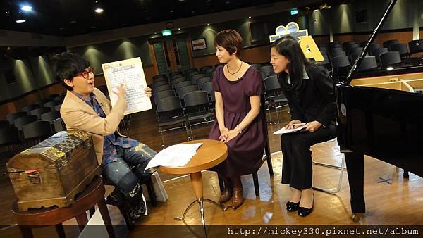 20111102pm11鋼琴氣質美女西村由紀江來佼朋友囉 (10).JPG