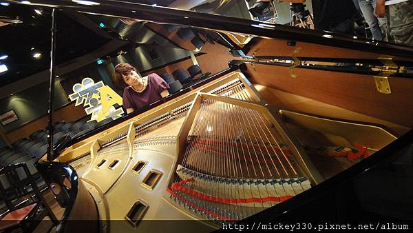 20111102pm11鋼琴氣質美女西村由紀江來佼朋友囉 (11).JPG