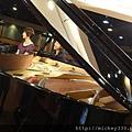 20111102pm11鋼琴氣質美女西村由紀江來佼朋友囉 (14).JPG
