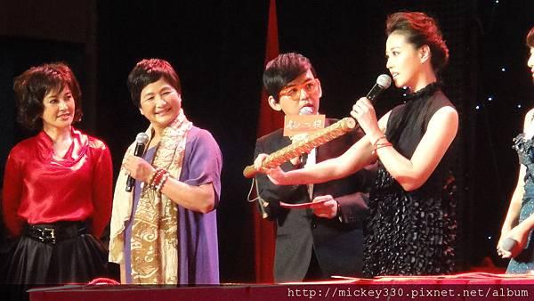 2011 1102楊門女將上海首映會 (4).JPG