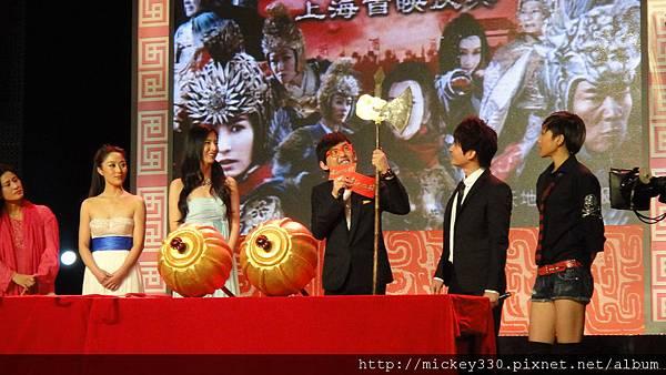 2011 1102楊門女將上海首映會 (7).JPG
